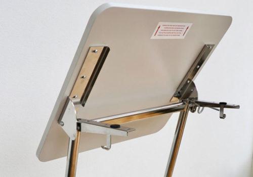 Kallistettava pöytätaso ActiveS oppilaspöytään