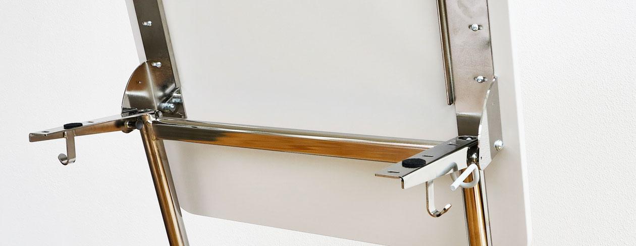 ActiveS elevbord med fällbart beslag, bilden visar en uppfälld bordsskiva och sprinten.
